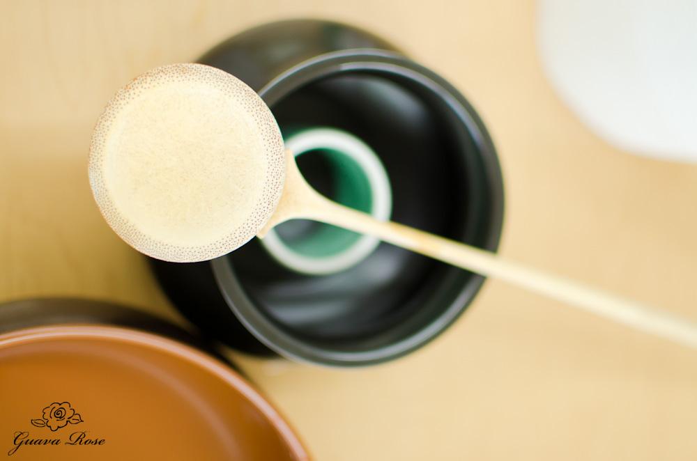 Water ladle laid across bowls