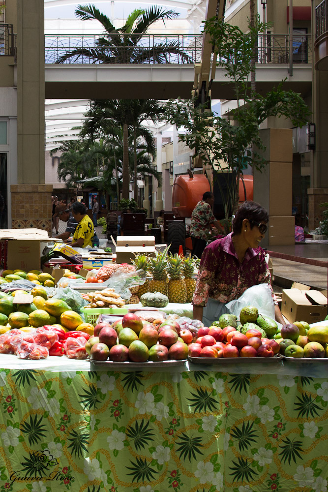 Farmer's market at Queen Ka'ahumanu Shopping Center