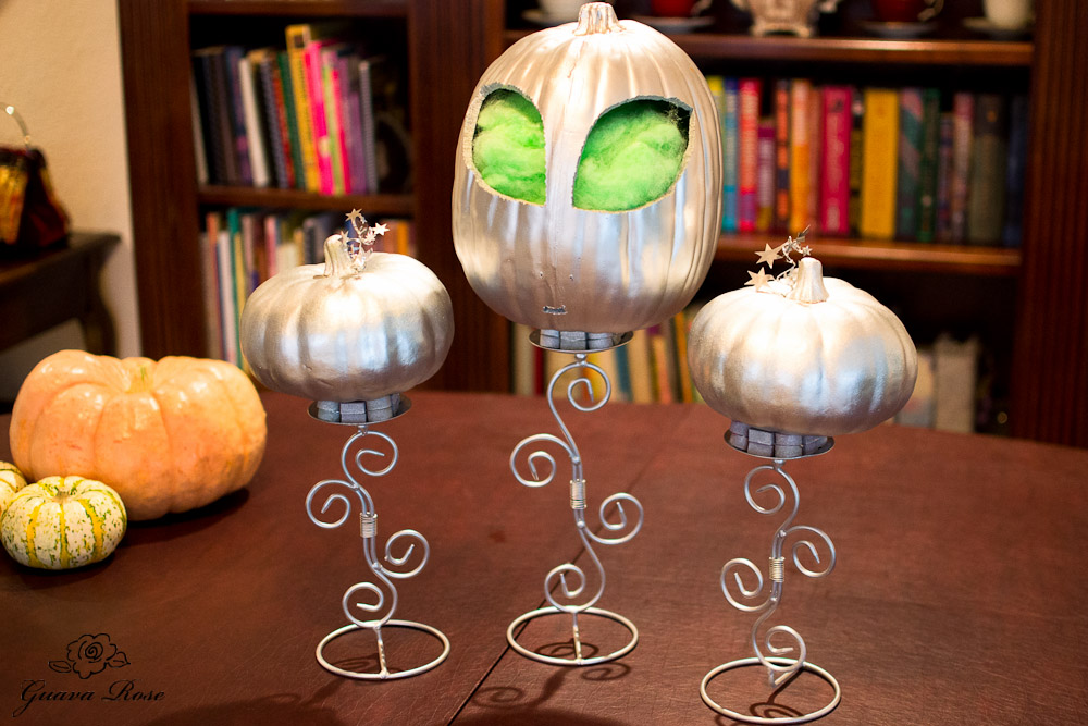 Silver pumpkin alien head w/ small silver pumpkins