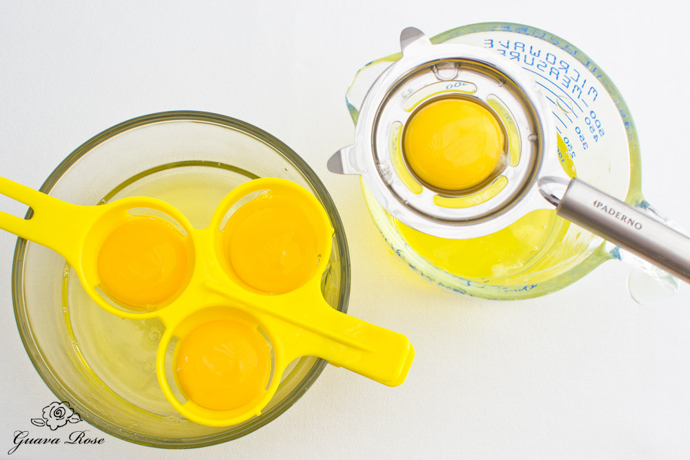 Egg yolks on single and triple separators, top view