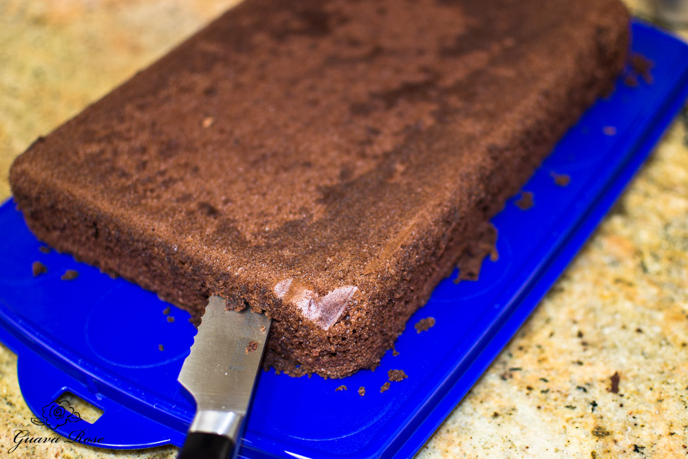 Splitting cake into two layers 3