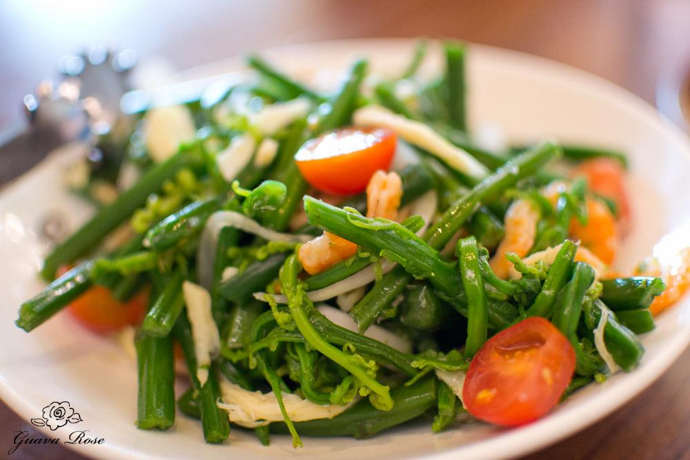 Pohole Salad – Hana Fiddle Head Fern, Maui Onion, Ebi, Kombu