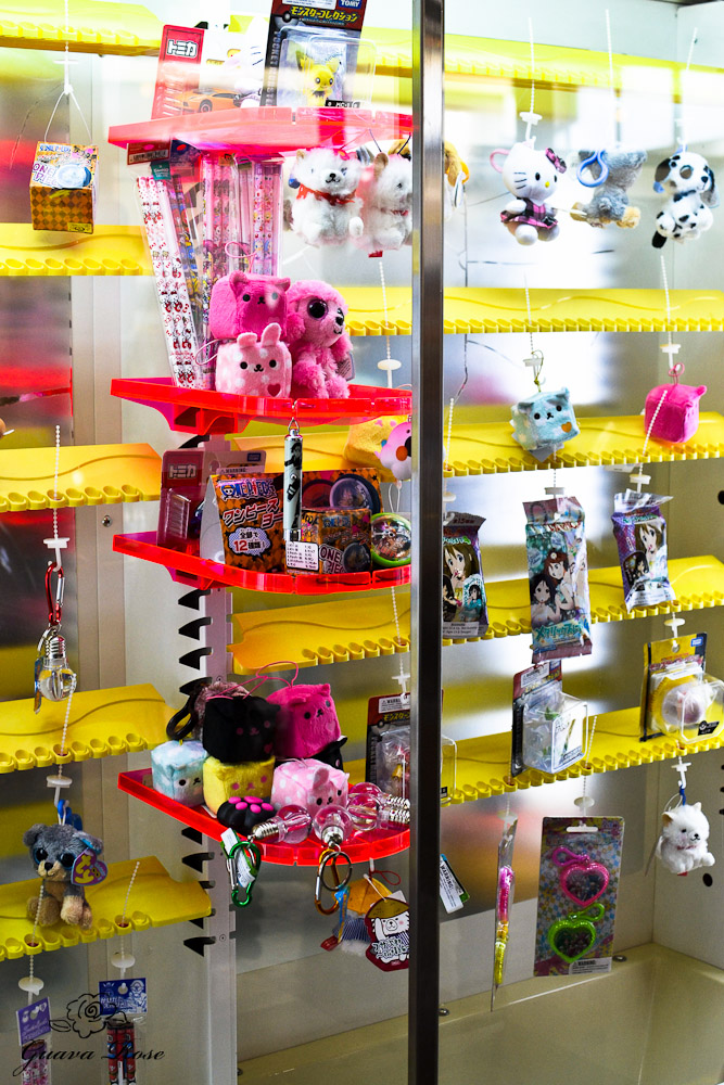 Machine with hanging prizes