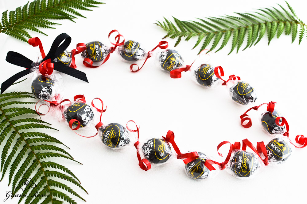 Black Kukui Nut Candy Lei, oval