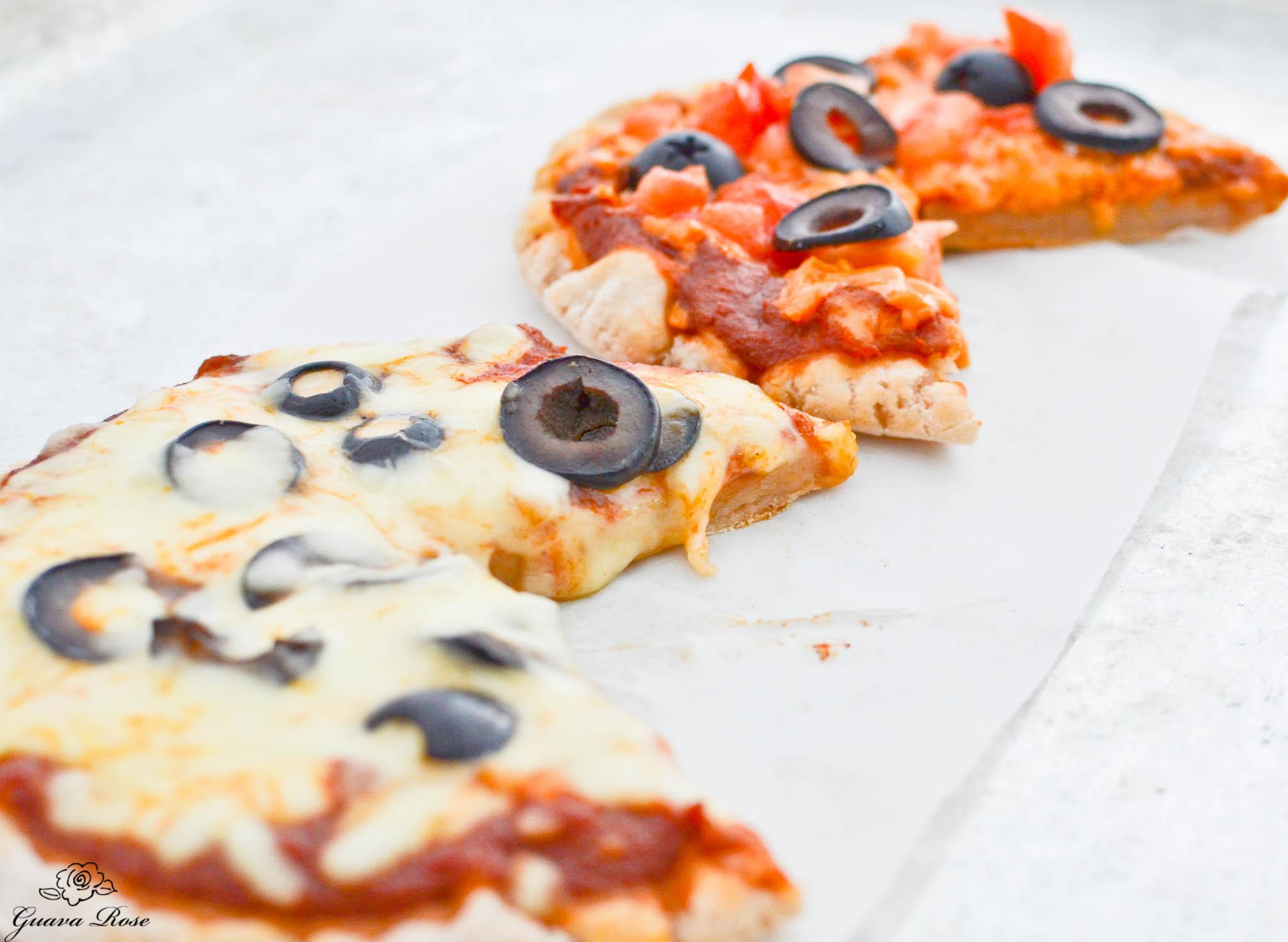 Personal size pa'i'ai pizzas, cut