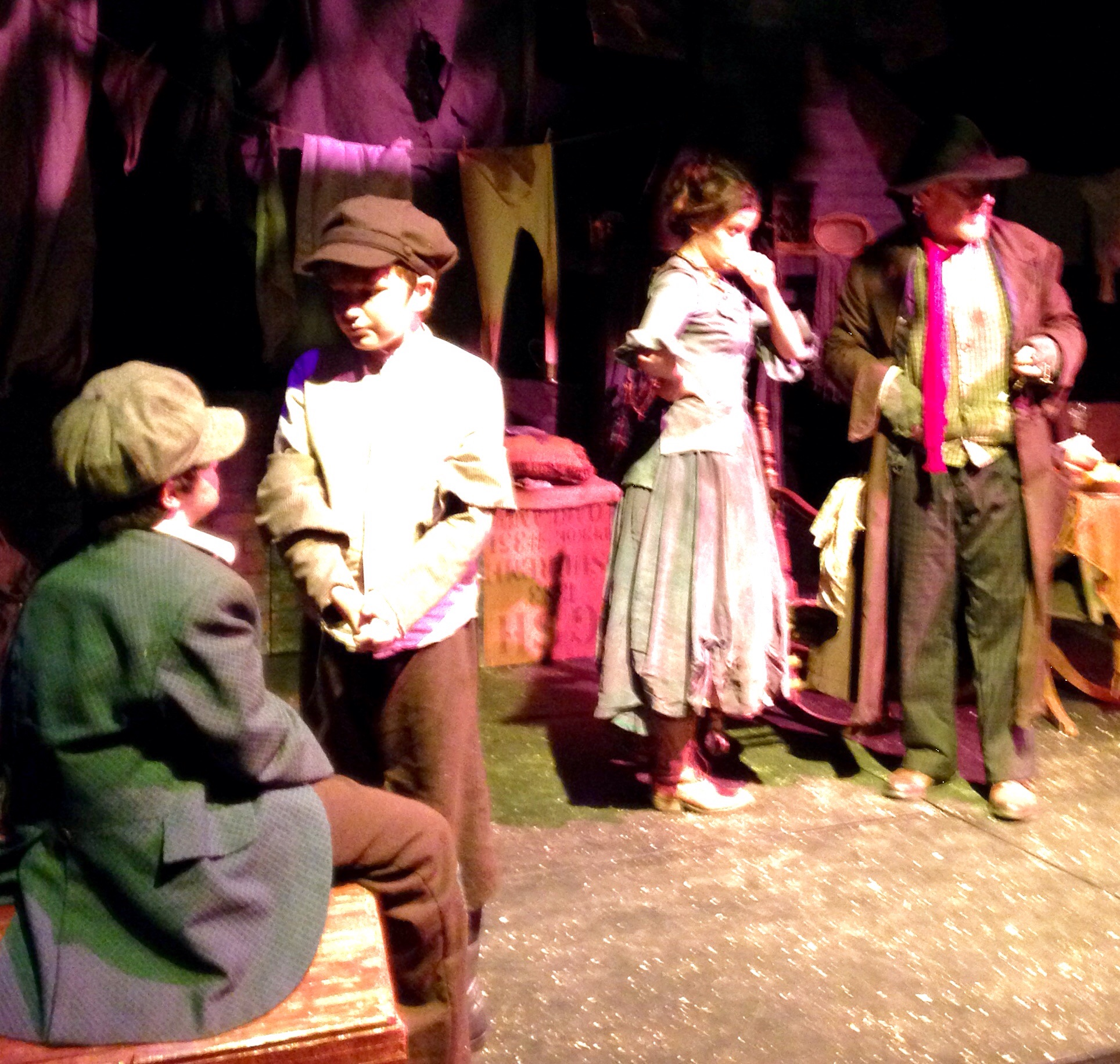 Oliver, Fagen and cast in the den